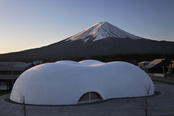 5fb7b74b15b6edb3f11bd972_thisispaper-japan-guide-restaurant-Hoto-Fudo-Takeshi-Hosaka-Architects-2